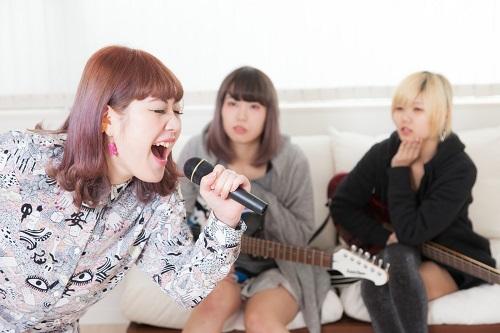 カラオケの歌いやすい曲ランキング